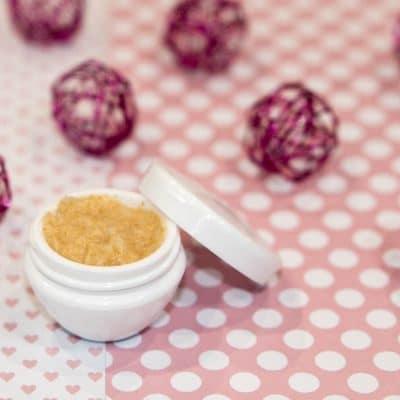 Recette cosmétique mini scrub gourmand pour les lèvres